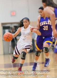Highlands freshman Kiara Pesina turns the corner as Brack's Skyler Reyna defends.
