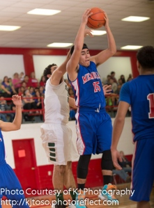 Memorial senior Joe Aguilar (15) led the Minutemen with 20 points.