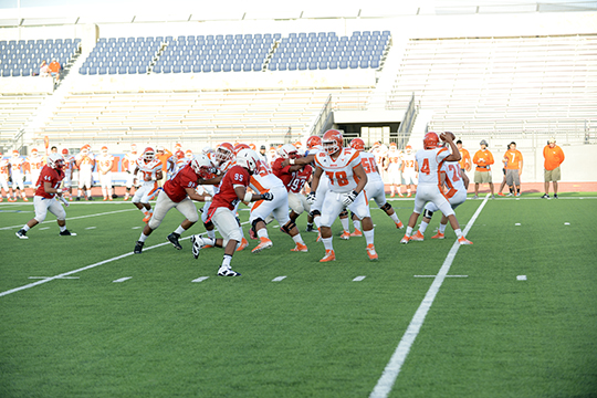 Jefferson's defense puts a pass run on against Laredo United.