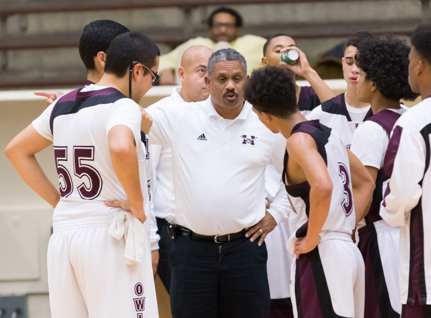 Highlands coach Rufus Lott discusses strategy with his team in the Owls' 62-60 win over St. Anthony.