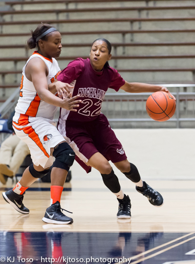 Highlands' Aaliyah Prince (22) makes a bid for the baseline against Burbank's Antwanisha Riddle.
